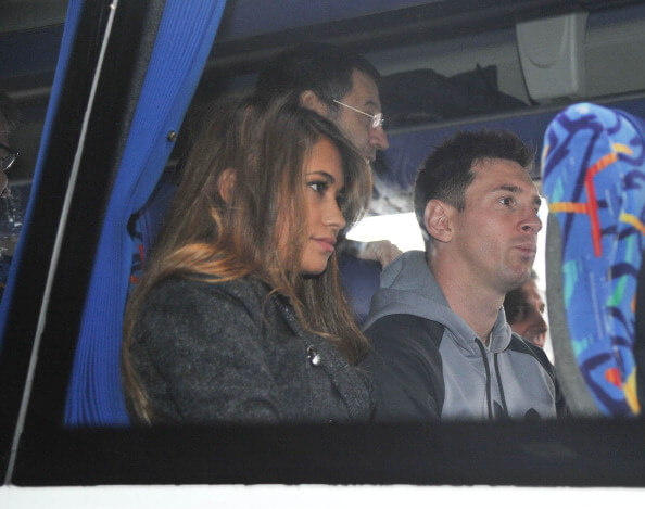 messi-antonela-bus-world-cup