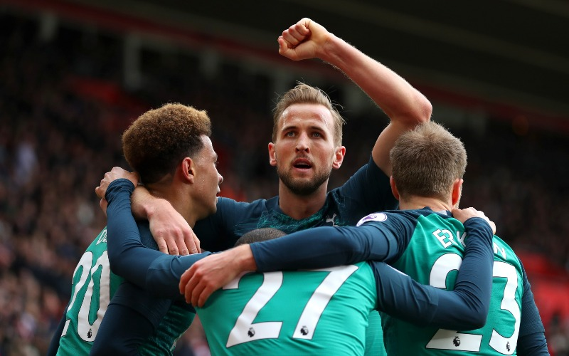 harry-kane-congratulated-by-team