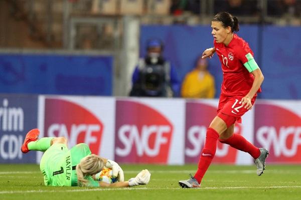 19 Mujeres Futbolistas 7