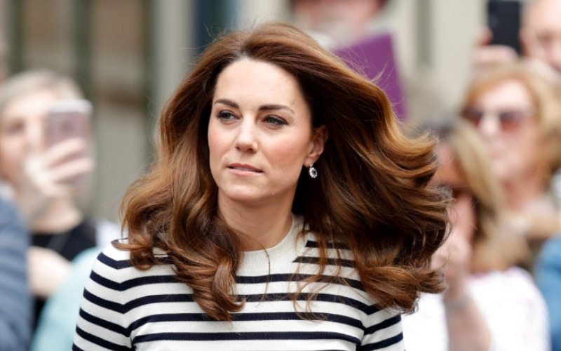 kate-hair-in-the-wind