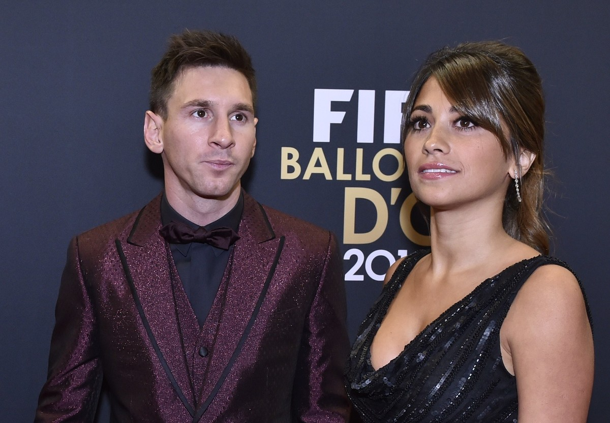 leo-messi-antonela-red-carpet-balon-d-oro