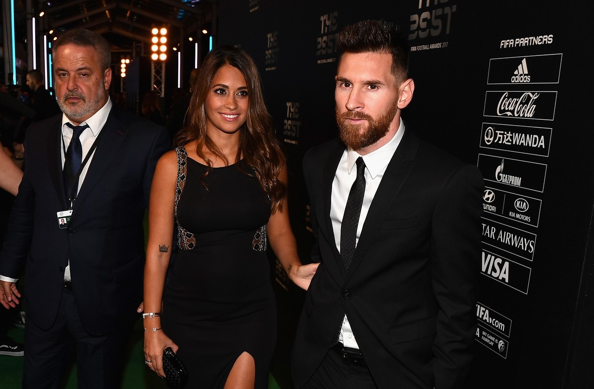 antonela-leo-messi-fifa-awards