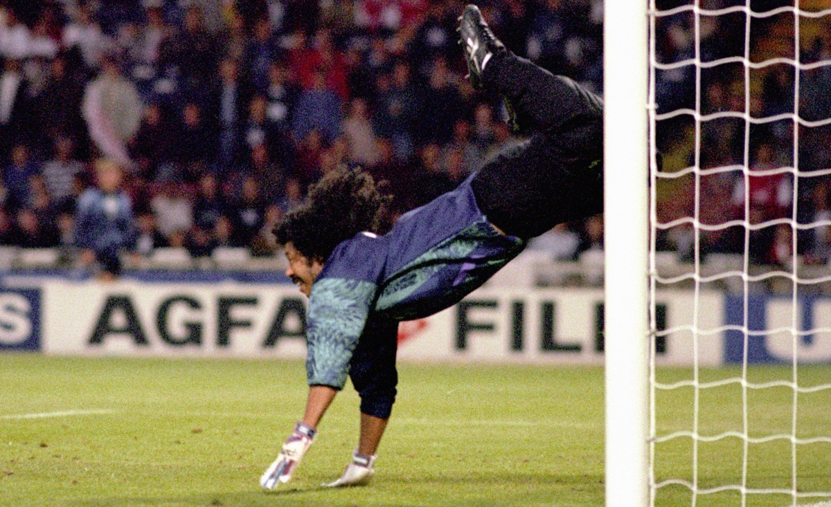 rene-higuita-scorpion-save