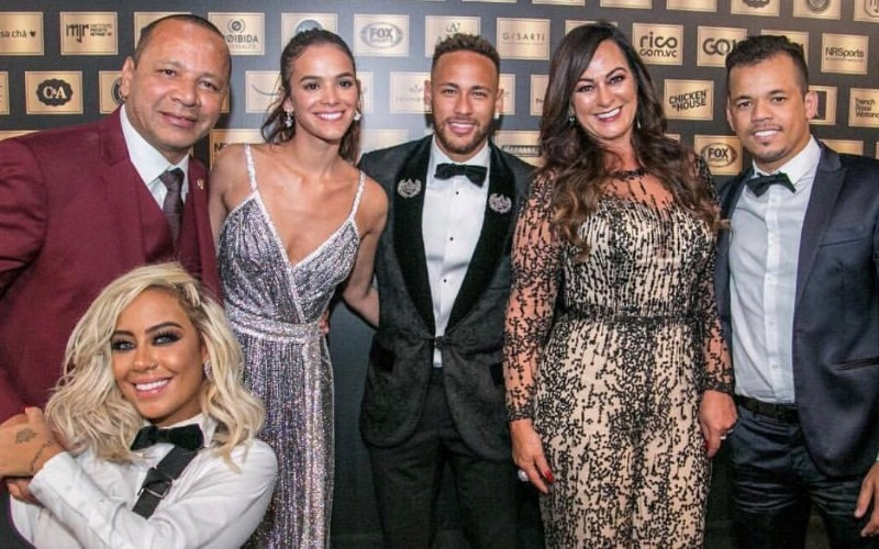 neymar-family-red-carpet