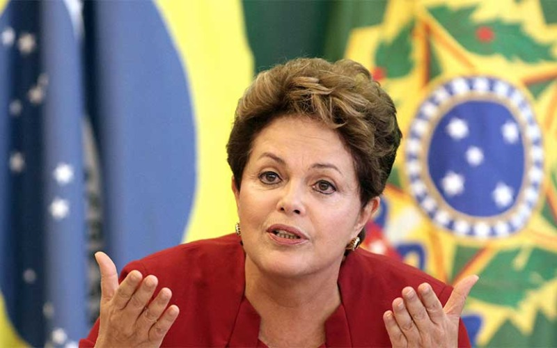 dilma-rousseff-br-flag