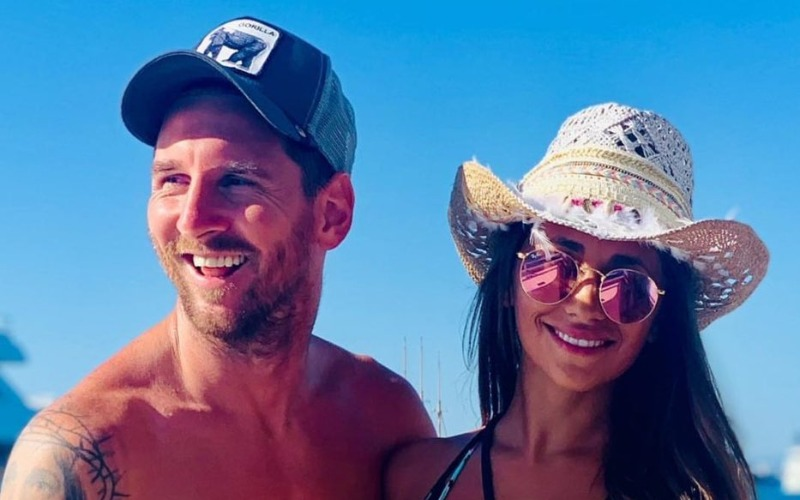 messi-the-soccer-player-with-his-wife-antonela-on-vacation