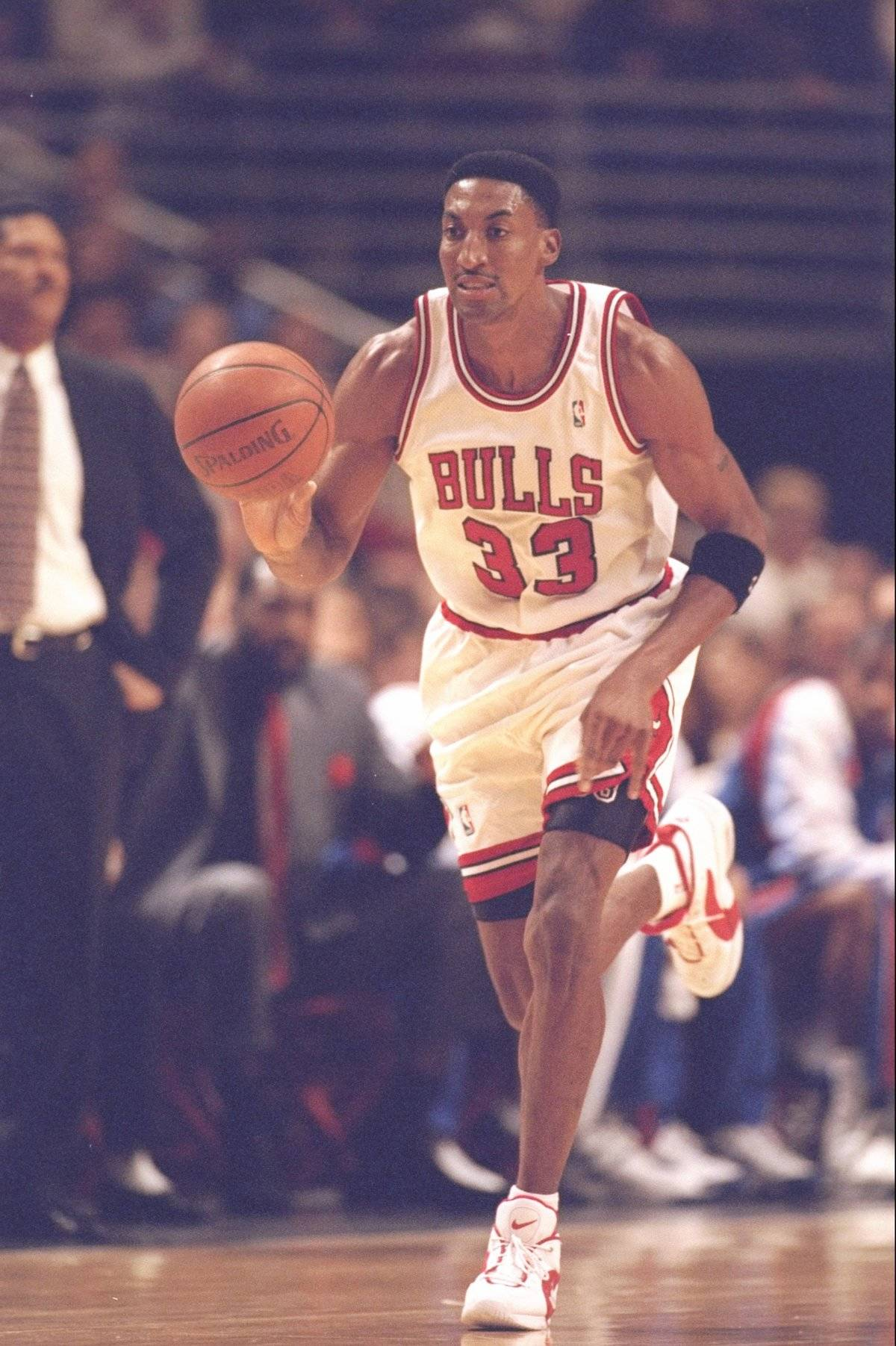 scottie pippen playing for the chicago bulls