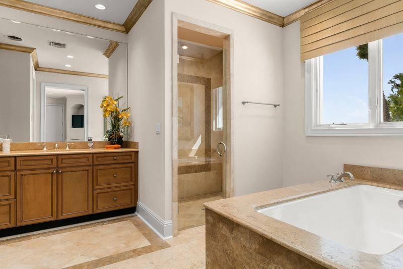 shaq-bathroom-2
