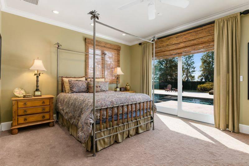 shaq-bedroom