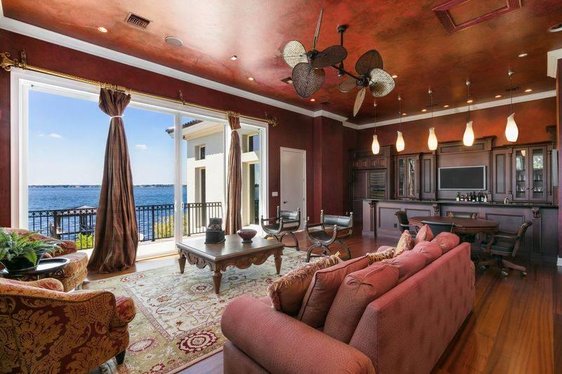 shaq-living-room