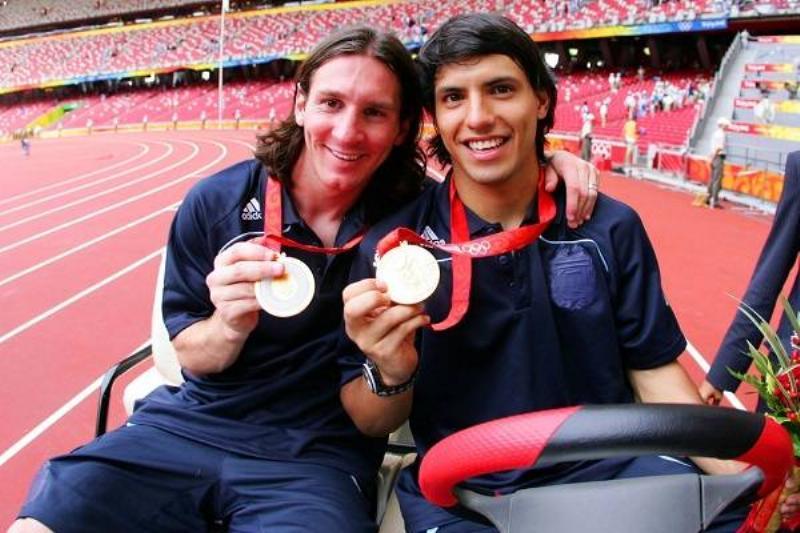 07 Amigos Messi 13