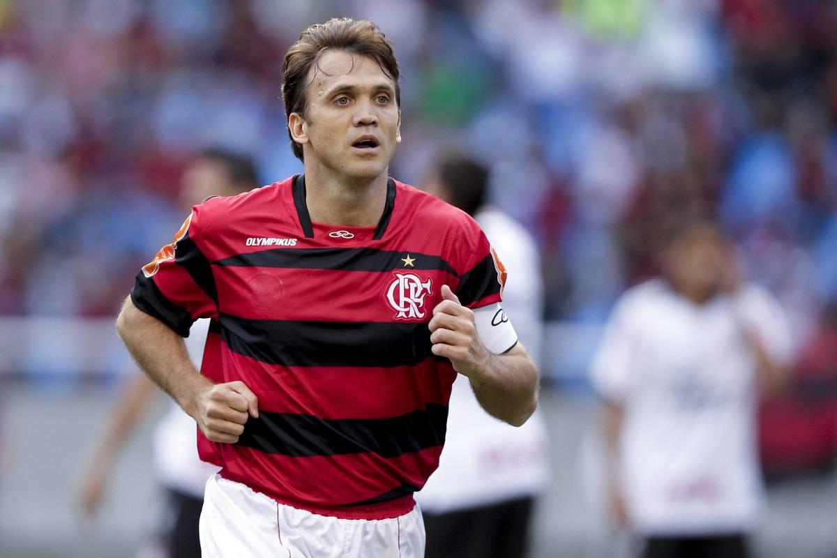 Flamengo v Corinthians - Brazilian Championship 2011