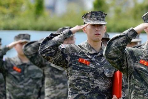 9 Futbolistas Militares 20