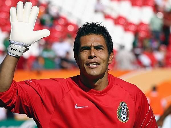 15 Oswaldo Sanchez 8