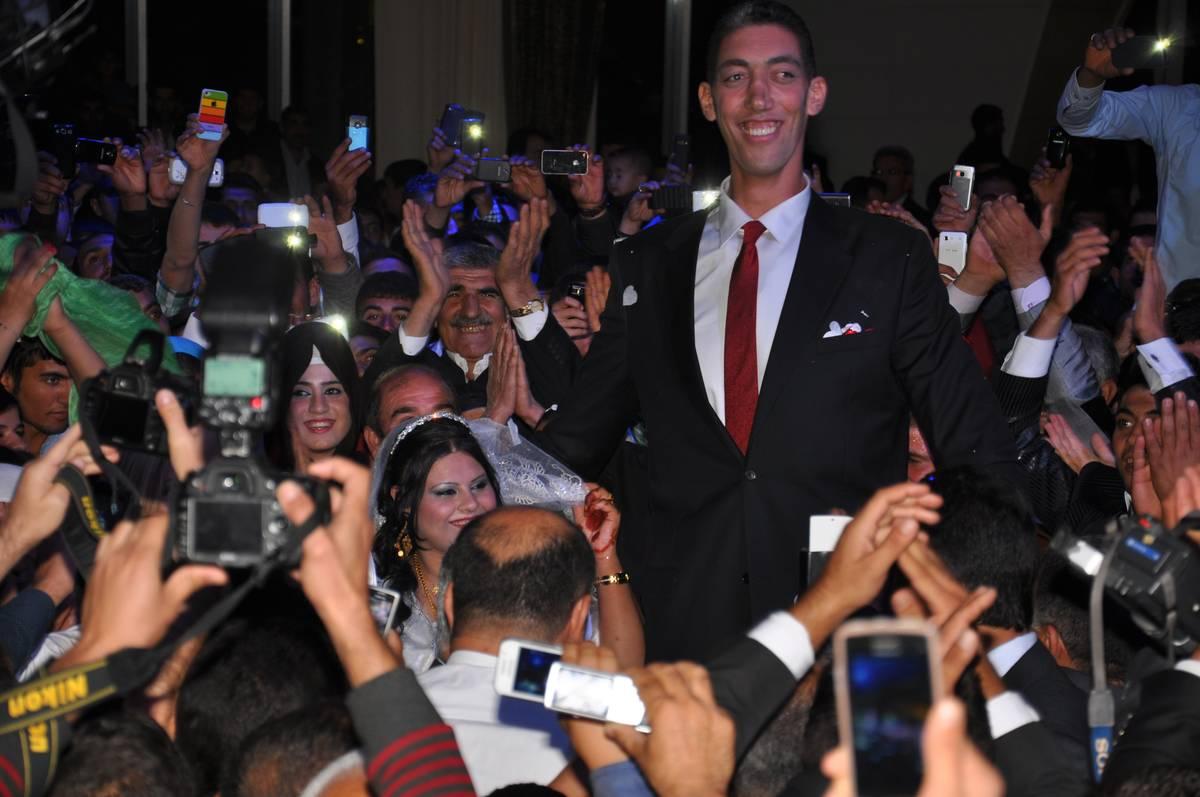World's Tallest Man Weds In Turkey