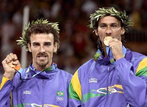 Brazilian players Ricardo Santos (R) and