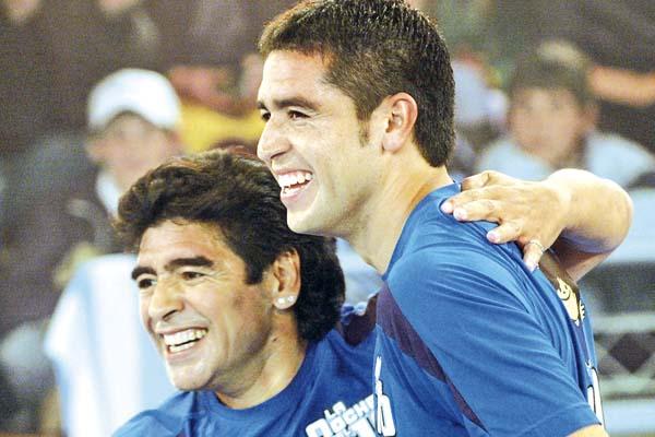 10.1 Maradona y Riquelme.jpg