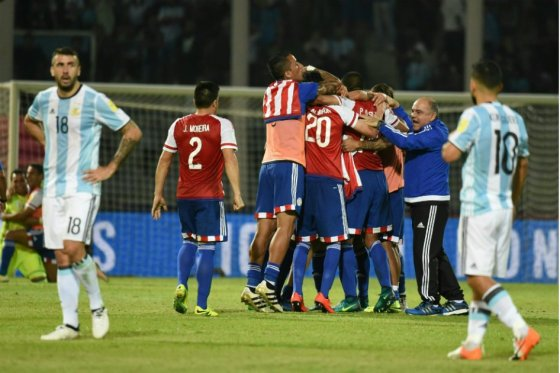 40.01 Argentina 0-1 Paraguay.jpg