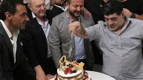 12. Maradona Napoles 2.jpg