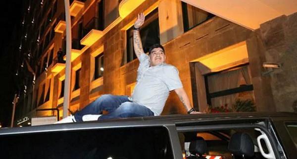 12. Maradona Napoles 3.jpg
