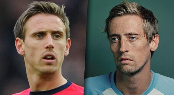 Nacho Monreal y Peter Crouch